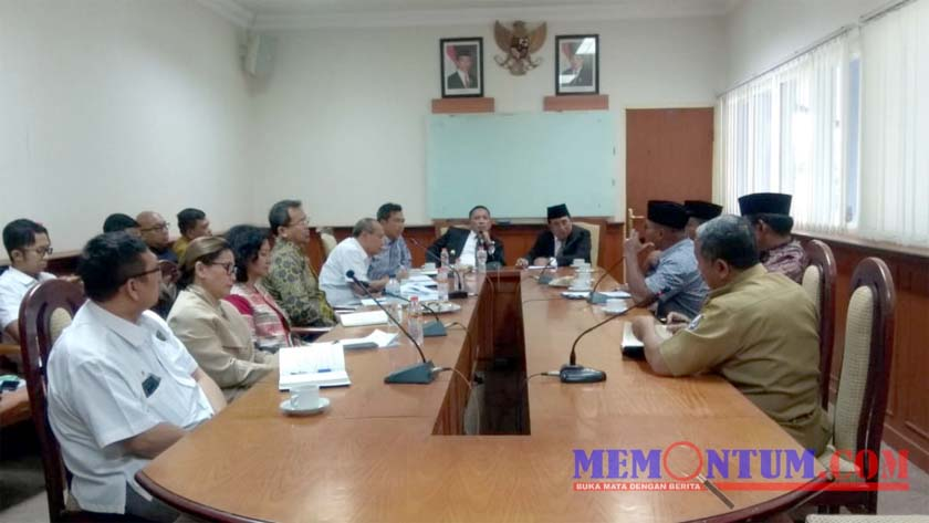 Suasana pertemuan Bupati Sampang H Slamet Junaidi bersama Petronas di Aula Pemkab Sampang. (zyn)