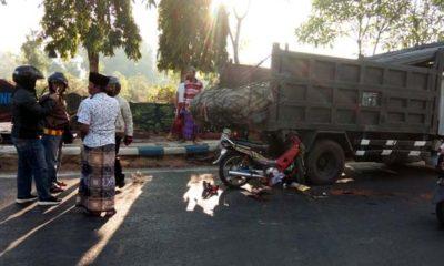 PERHATIAN : Kondisi kendaraan kecelakaan lalu lintas di Jalan Jaksa Agung Suprapto Sampang. (zyn)