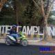 Pengendara nampak melintas di depan kawasan wisata Camplong. (zyn)