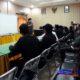 Kasi Pidsus Edi Sutomo saat menjelaskan kepada perwakilan masyarakat Desa Sokobanah Daya dan Jatim Corruption Watch di Kantor Kejaksaan Negeri Sampang. (zyn)