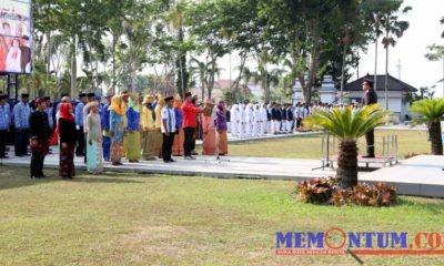 Suasana upacara hari sumpah pemuda di Halaman Kantor Pemkab Sampang. (Humas Pemkab Sampang)