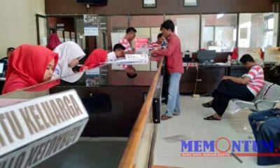 Suasana pelayanan di Dispendukcapil Kabupaten Sampang (zyn)