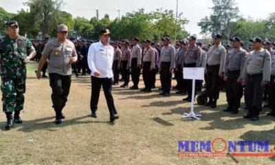 Bupati Sampang, Kapolres Sampang dan Dandim 0828/Sampang saat lakukan pengecekan pasukan pada Apel Pergeseran Pasukan Pengamanan Pilkades. (zyn)