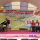 Mairi dan Surrotul Jannah berada di panggung Pemilihan Kepala Desa Aeng Sareh. (zyn)