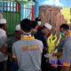 Petugas gabungan saat memeriksa satu-persatu warga binaan atas barang bawaannya. (zyn)
