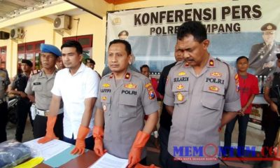 Wakapolres Sampang Kompol Muhammad Lutfi (tengah) bersama Kasatreskrim dan Kabagops dalam rilis pers Sabtu siang. (zyn)