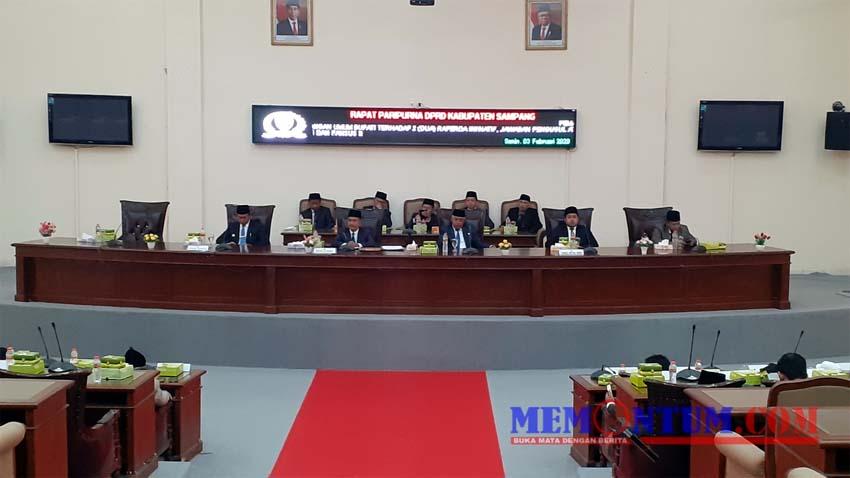 Suasana rapat paripurna DPRD Kabupaten Sampang di ruang rapat paripurna DPRD Kabupaten Sampang, Senin (3/2/2020) siang. (ist)